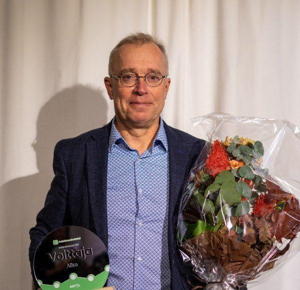 Alkon puolesta palkinnon vastaanotti Kari Pennanen (Executive Vice President, Stores, Online and Customer Experience)